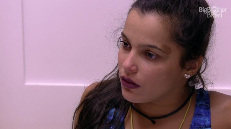 Emilly discute com Marcos na despensa da casa - Reprodução/TV Globo
