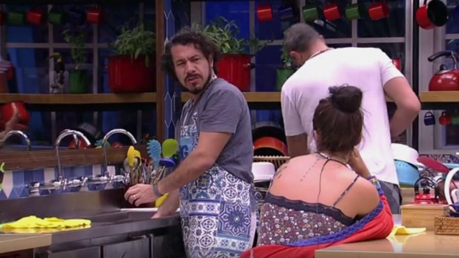"""""""Invejosa ou deslumbrada"""", diz Rômulo sobre Emilly - Reprodução/TV Globo"""