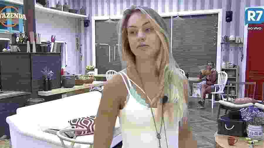 """Monick Camargo reclama de seu peso em """"A Fazenda 9"""" - Reprodução/R7"""