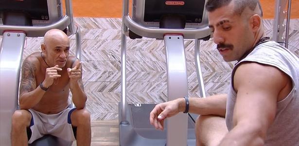 """Ayrton e Kaysar conversam na academia do """"BBB18"""""""