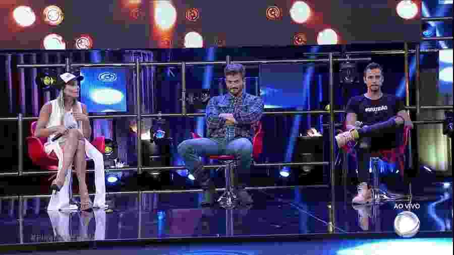 """Flavia, Marcos e Matheus, os três finalistas do programa """"A Fazenda 9"""" - Reprodução/Record"""