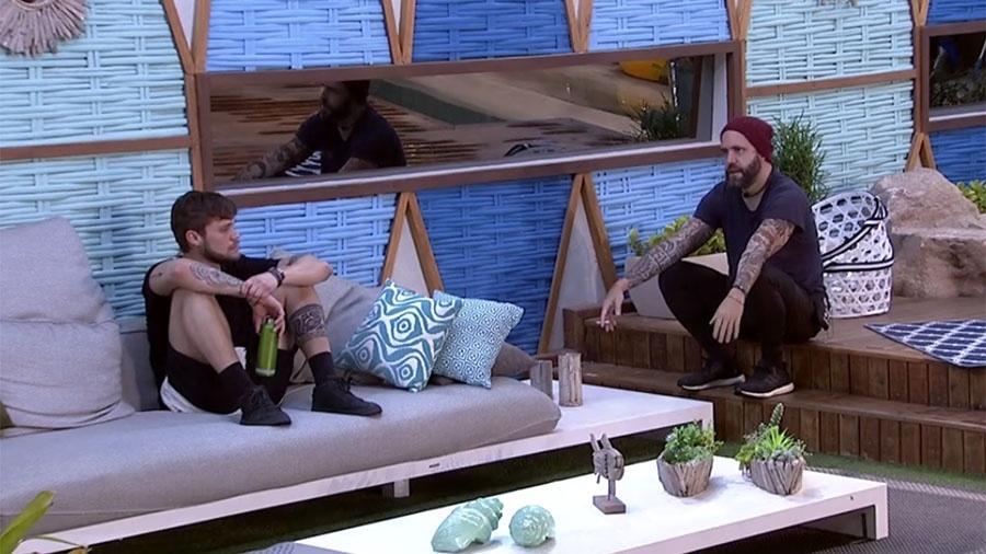Breno e Caruso conversam sobre a prova do líder - Reprodução/GloboPlay