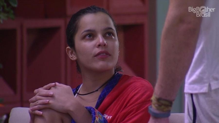 Emilly chora após falar com a produção - Reprodução/TV Globo