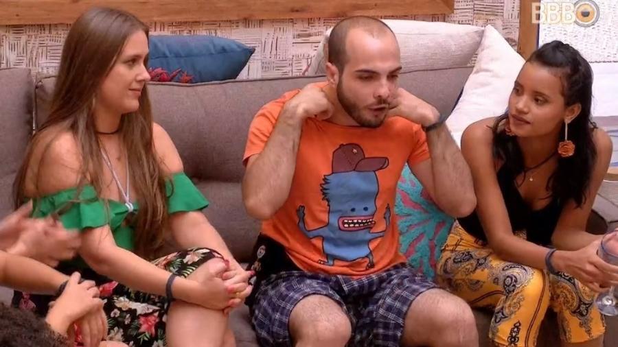 Mahmoud fala sobre o fim de seu namoro em conversa com brothers - Reprodução/Globoplay