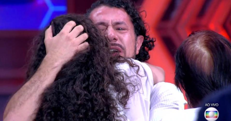 "Rômulo encontra a mulher após deixar o ""BBB17"""