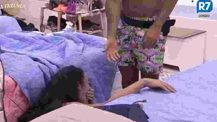 Monique leva tombo após festa - Reprodução/R7