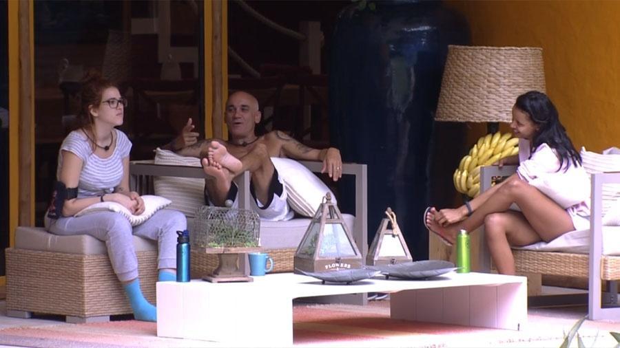 Ana Clara, Ayrton e Gleici conversam sobre o carro que a carioca ganhou na prova - Reprodução/GloboPlay