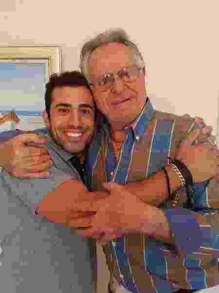 Kaysar e Nassib no apartamento que o primo cedeu ao brother em Curitiba - Arquivo pessoal / Facebook