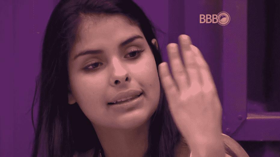 """24.mar.2016 - Mesmo bêbada, Munik insiste em debater sobre o próximo paredão e prova do líder: """"A gente tem que ganhar a liderança"""" - Reprodução/TV Globo"""
