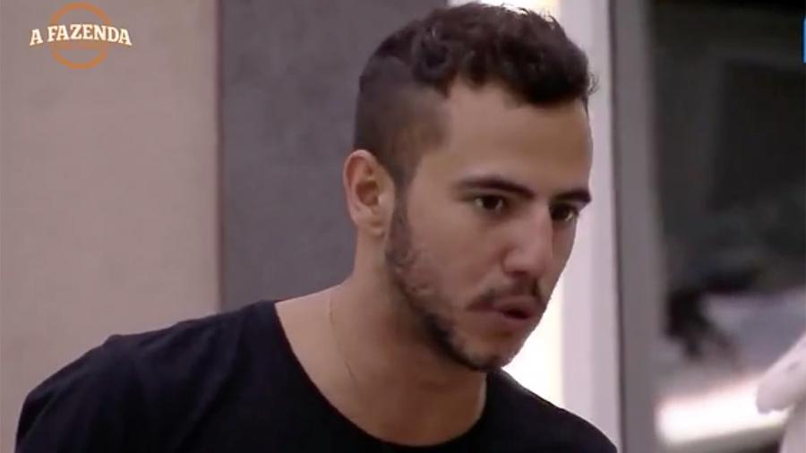 Matheus Lisboa diz não botar a mão no fogo por Marcos Harter e desconfia do peão - Reprodução/R7