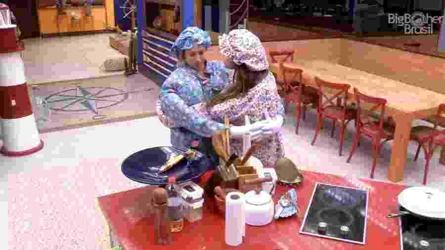 Jéssica e Paula são repreendidas pela produção enquanto comem - Reprodução/GloboPlay