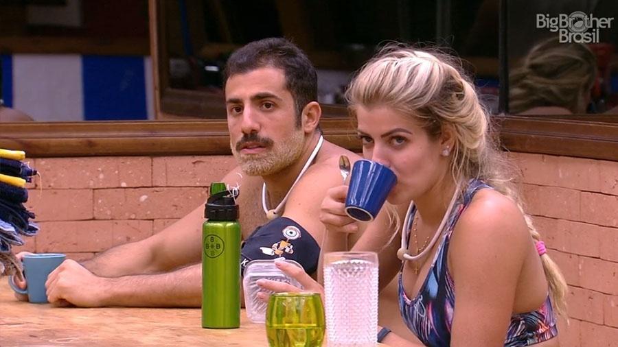 """Kaysar diz que brothers  do """"BBB18"""" dormem muito - Reprodução/GloboPlay"""