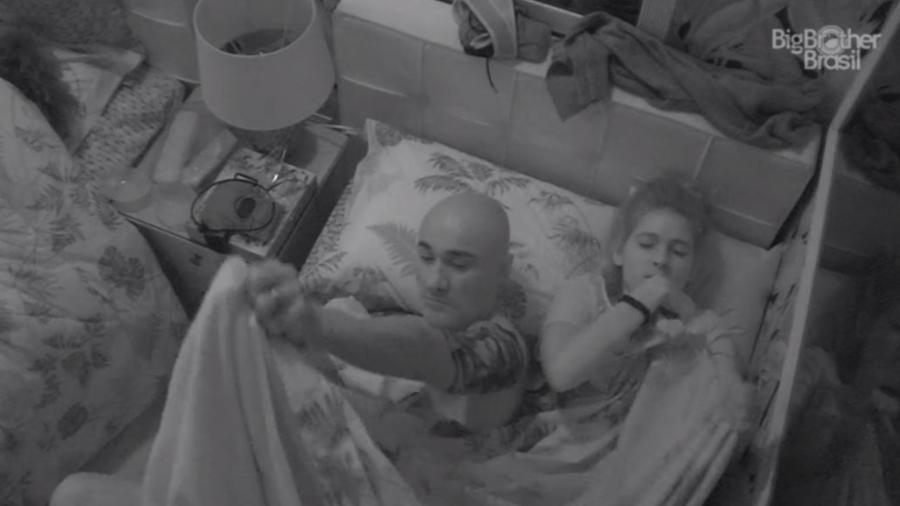 """Ana Clara e Ayrton dormem na casa do """"BBB18"""" - Reprodução/GloboPlay"""