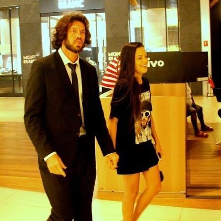 Mayla passeia de mãos dadas com o empresário Diego Aguiar  - J Humberto / AgNews