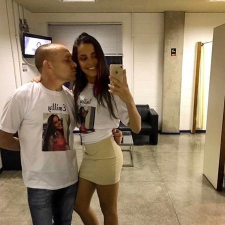 Mayla fez questão de tirar uma selfie com o pai nos bastidores do paredão de Emilly na terça-feira (14) - Reprodução/Instagram/@maylaaraujoc
