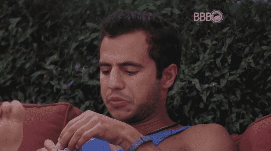 """15.mar.2016 - Matheus descobre que Geralda votou nele, depois de saber que o brother queria dar o anjo para ele e dispara: """"Isso é atitude de gente falsa"""" - Reprodução/TV Globo"""