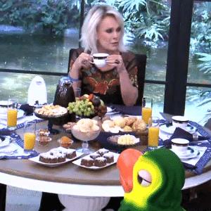 """6.abr.2016 - Ronan e Geralda tomam café da manhã com Ana Maria Braga, no """"Mais Você"""" - Reprodução/ TV Globo"""