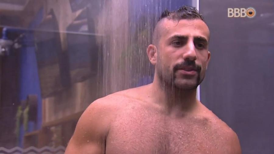Kaysar afirma que vai tomar banho pelado caso ganhe a liderança - Reprodução/Globoplay