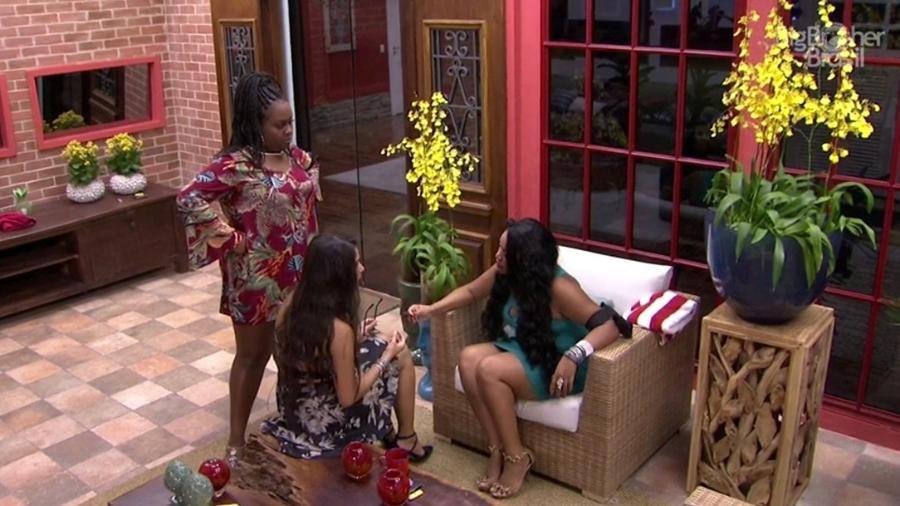 Roberta, Elis e Emilly discutem por voto - Reprodução/TV Globo