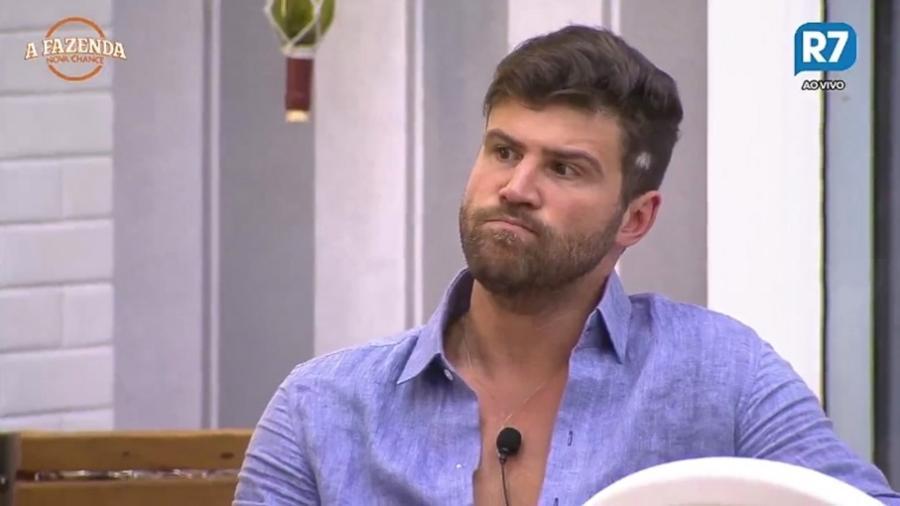 Marcelo Ié Ié fica irritado com peões sobre louça suja  - Reprodução/R7