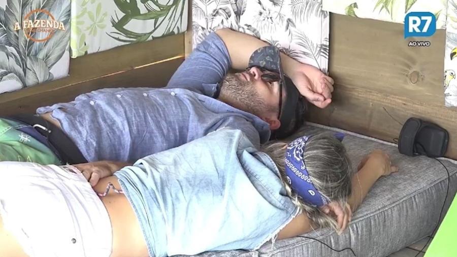 Flávia e Marcelo conversam sobre o que fazer depois do reality show - Reprodução/R7