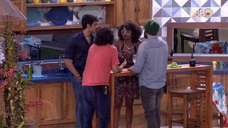 Brothers conversam na varanda da casa - Reprodução/GlobosatPlay