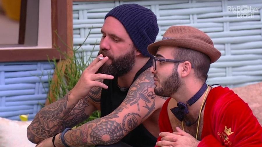 Caruso e Mahmoud criticam comportamento de Mara - Reprodução/Globoplay