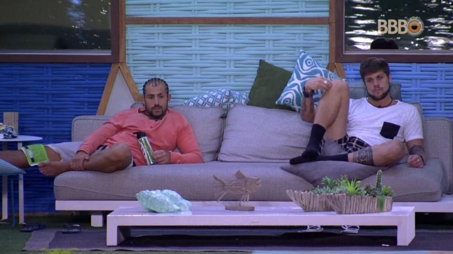 Emparedados, Breno e Kaysar conversam - Reprodução/GlobosatPlay