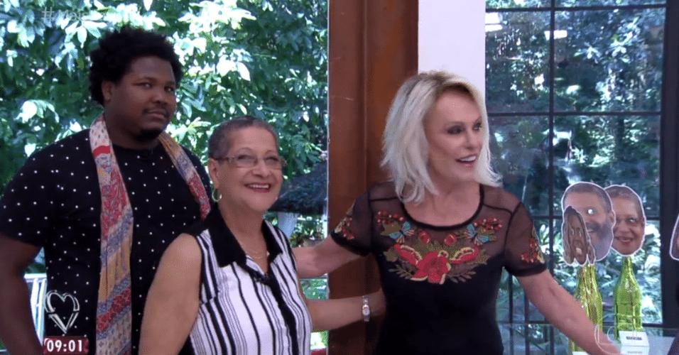 6.abr.2016 - Ronan e Geralda foram os primeiros convidados a chegarem ao programa