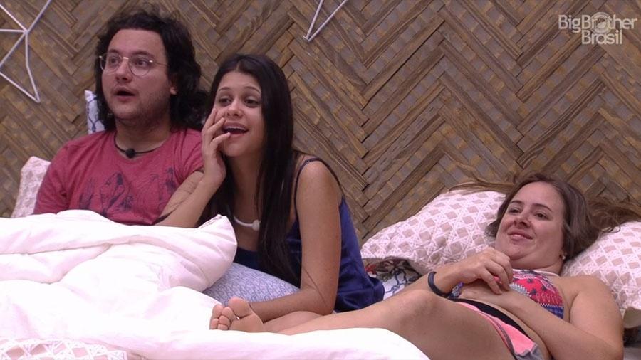 Diego, Ana Paula e Patrícia assistem brothers dançando - Reprodução/GloboPlay