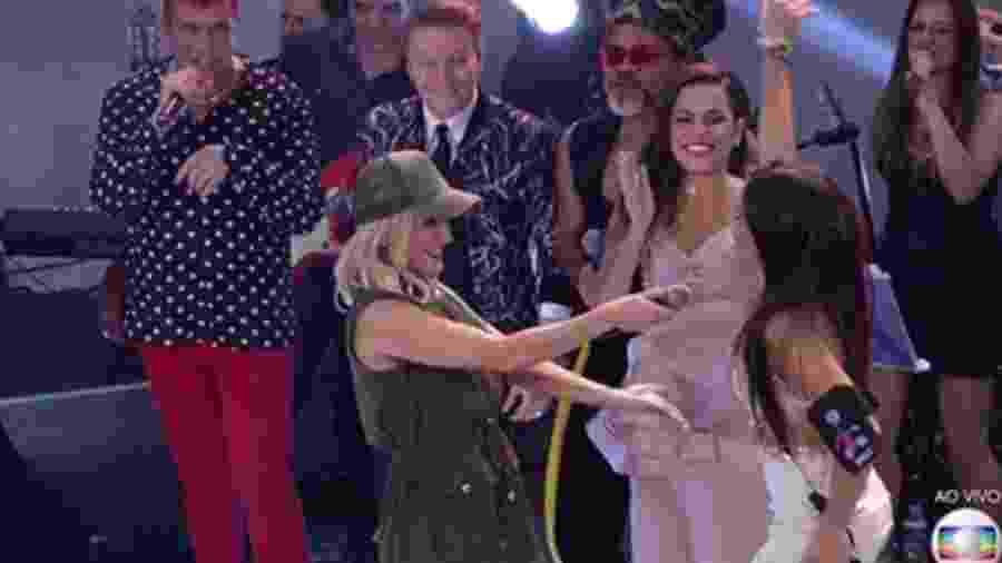 """Claudia Leitte convida Emilly para cantar hit """"Extravasa"""" - Reprodução/Gshow"""
