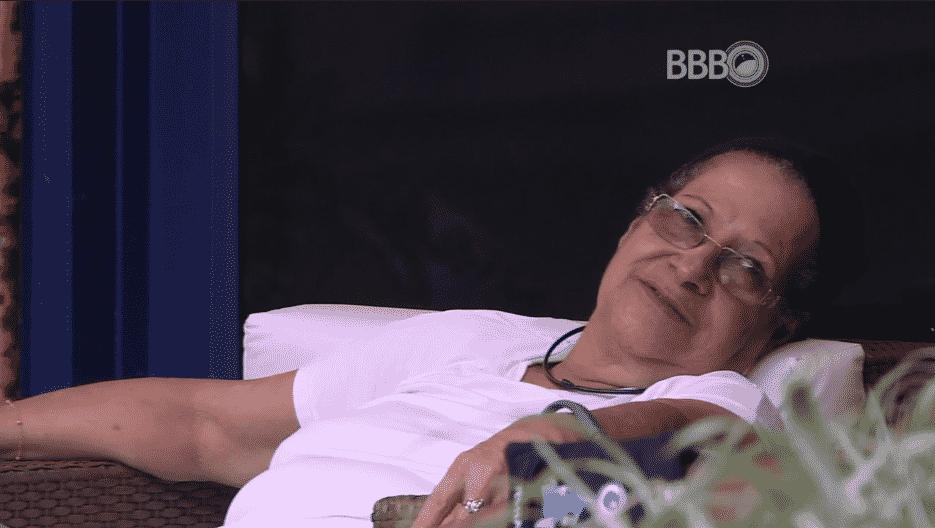 """11.mar.2016 - Geralda critica Matheus: """"Está sem uma cueca limpa"""", disse a aposentada - Reprodução/TV Globo"""