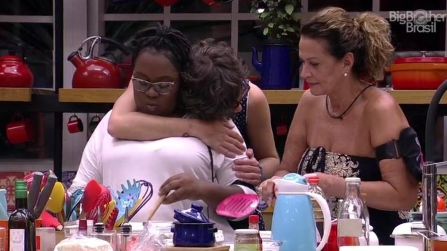 """Roberta pede para dormir com Pedro e ouve: """"Claro, minha linda"""" - Reprodução/TVGlobo"""