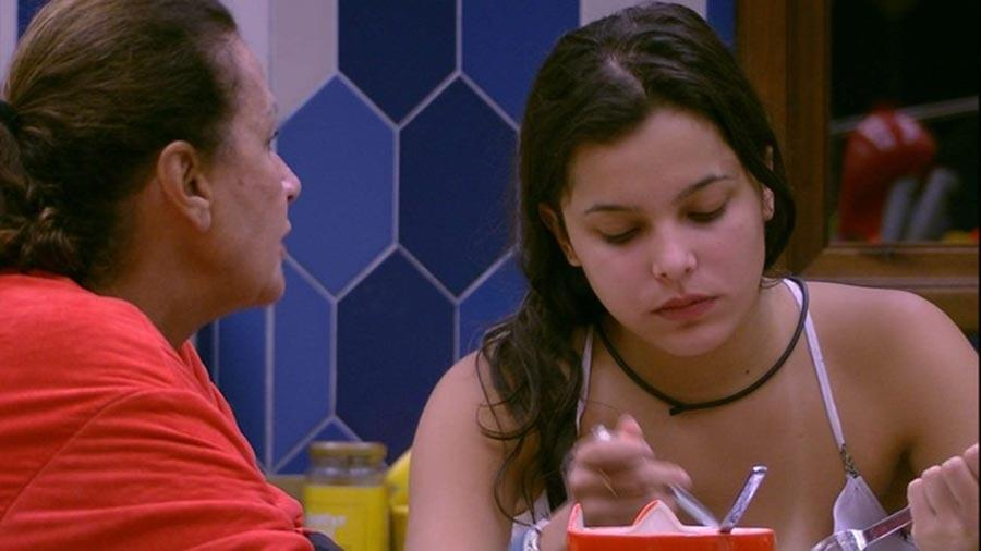 Ieda diz a Emilly que vai protegê-la - Reprodução/TV Globo