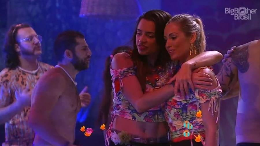 Paula e Jéssica se abraçam na festa Arrasta-pé - Reprodução/GloboPlay