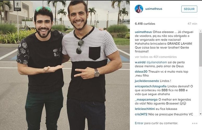 29.mar.2016 - Matheus reencontra Juliano Laham e brinca com o