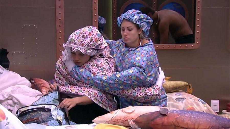 Paula e Jéssica nos últimos momentos do castigo do monstro - Reprodução/GloboPlay