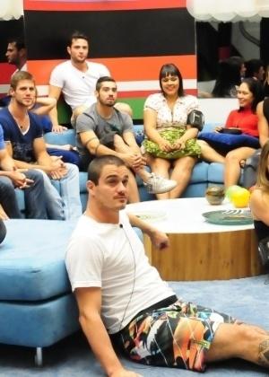 """Depois de vários dias presos no hotel, os """"brothers"""" entram animados na casa - Divulgação/TV Globo"""