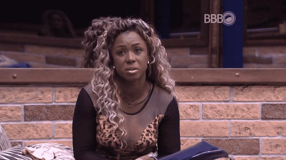 """24.fev.2016 - Adélia manda recado para a amiga: """"Ju, você vai fazer muita falta. Você é iluminada, é minha amiguinha. E a gente vai curtir muito quando eu sair. Reza para eu aguentar. Reza por mim porque não tá fácil"""" - Reprodução/TV Globo"""