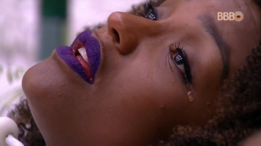 Nayara chora em desentendimento com Lucas - Reprodução/GloboPlay