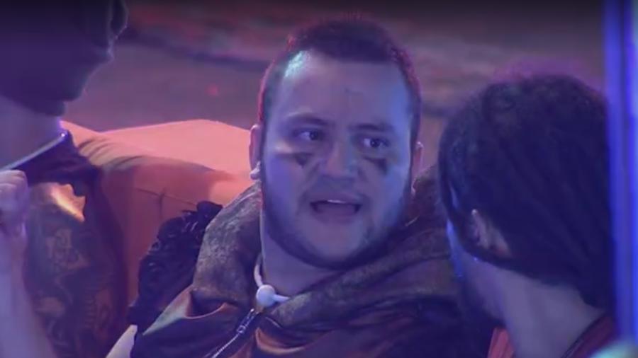 """Diego e Viegas conversam na festa """"Intergalática""""  - Reprodução/Gshow"""