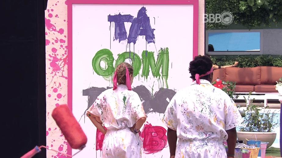 14.fev.2016 - Maria Claudia, que estava responsável por pintar as letras, está inconformada com o resultado da prova. Sister acha que foi injustiçada pela produção
