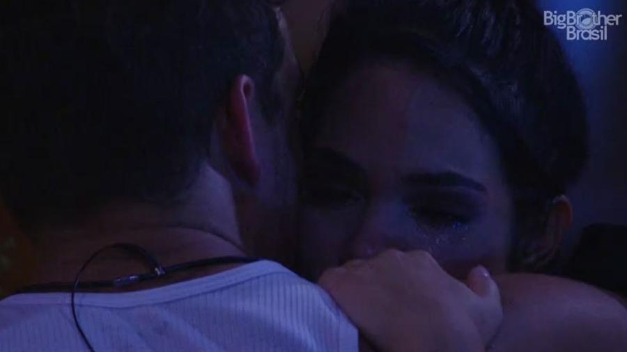 Mayara chora com medo de eliminação de Antônio - Reprodução/TV Globo