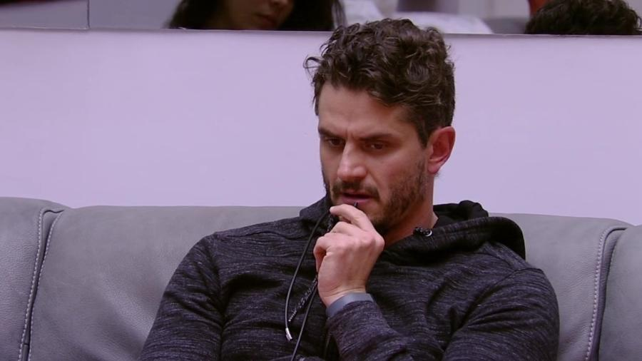 """Marcos diz para Emilly: """"Você não é minha dona"""" - Reprodução/TV Globo"""