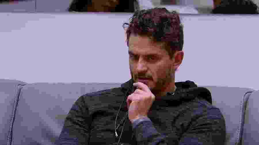 Marcos se diz triste pela reviravolta de sua amizade com Ilmar - Reprodução/TV Globo