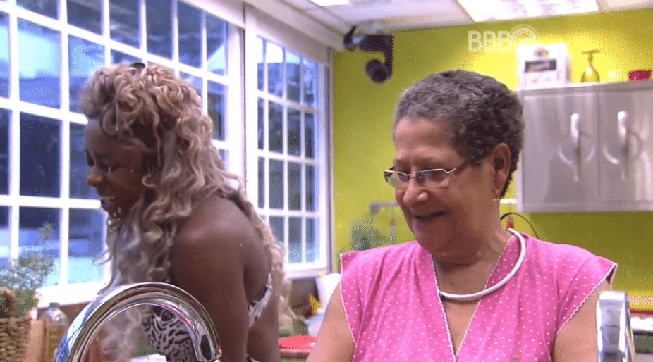 """4.fev.2016 - No """"BBB16"""", Geralda revela para Adélia que já teve depressão - Reprodução/TV Globo"""