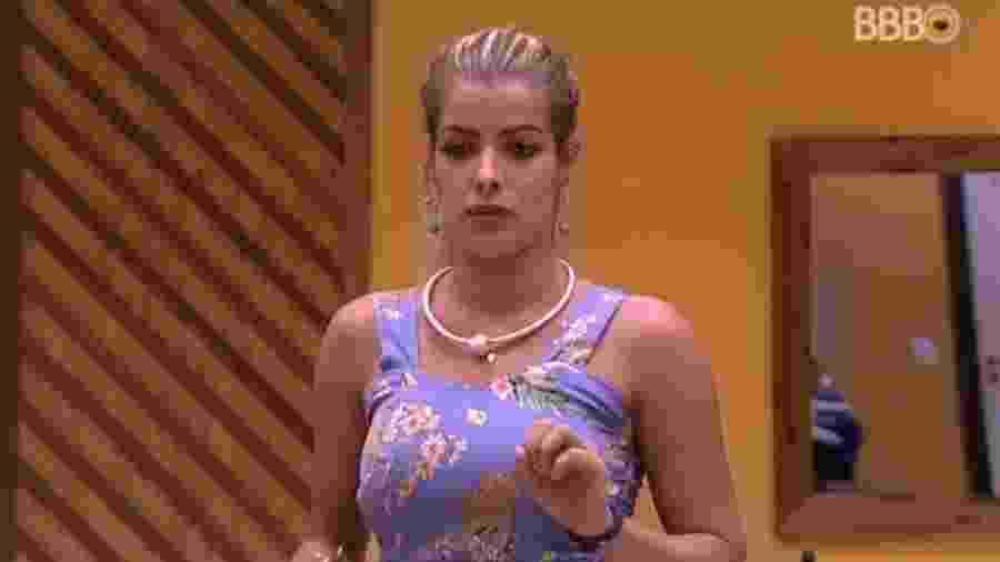 """Jaqueline xinga Mahmoud de """"cobra criada"""" - Reprodução/Globoplay"""