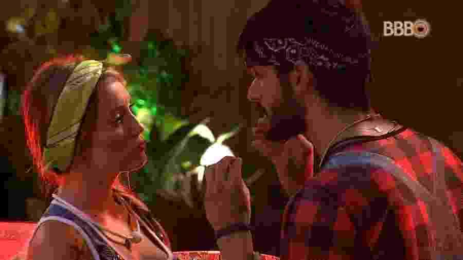 Jéssica e Lucas discutem a relação durante festa - Reprodução/GloboPlay