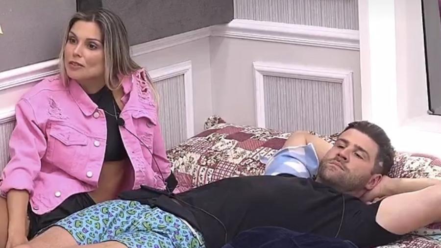 Flávia Viana afirma que não beijo Marcelo Ié Ié após festa - Reprodução/R7