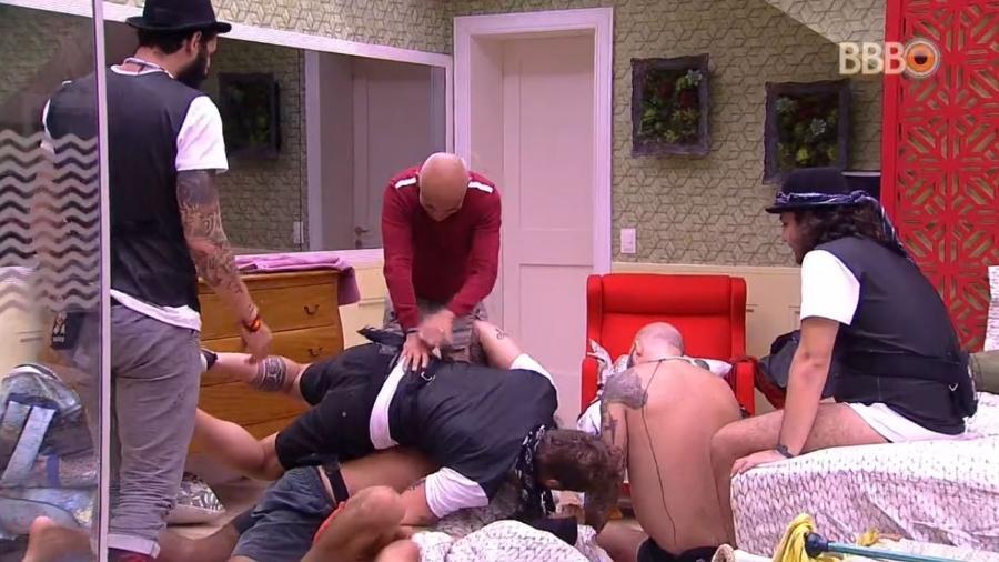 Brothers fazem montinho em Kaysar - Reprodução/GlobosatPlay